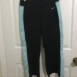 5/$45 Nike cropped size small black and blue pants